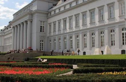 1024px-Koblenz_im_Buga-Jahr_2011_-_Kurfuerstliches_Schloss_09-740x285